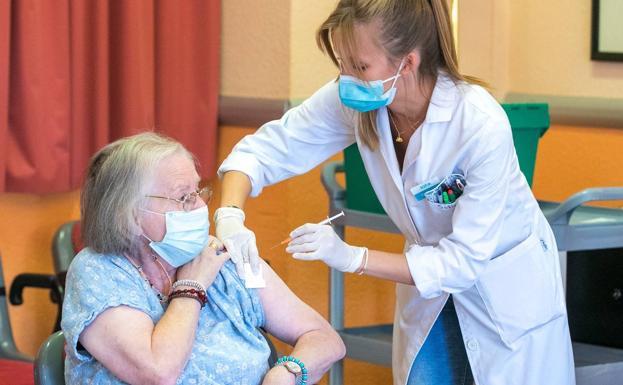 Sanidad quiere revacunar a los nueve millones de mayores de 65 años